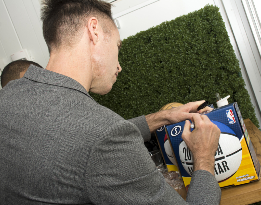 athlete autographs with Steve Nash in Toronto. toronto event photography