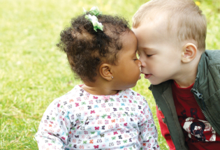 Toddlers-kissing- kids advertising campaigns